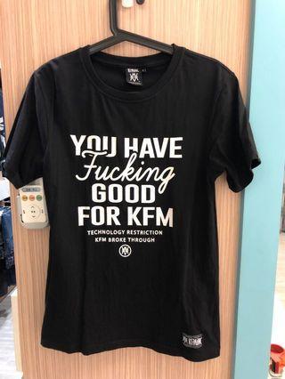 Kfm黑色文字短t,m