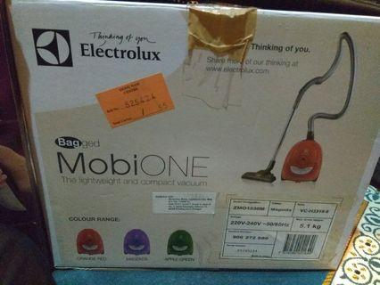 ELECTROLUX bagged vacuum cleaner MobiOne