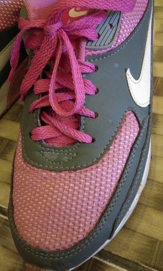 Sepatu nike pink abu