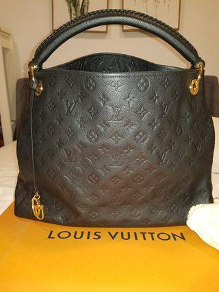 💥LV Artsy MM💥 ( Never Use Condition 10/10 )