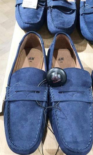 Sepatu pria biru bludru
