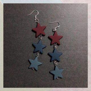 CHAINED STAR EARRINGS / EAR CLIPS MAROON
