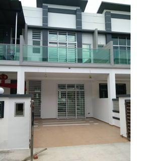 double storey house 22x85 , rebate 50% , cash back  , putra height