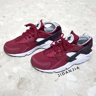 Authentic Nike Maroon Hurache Sneakers