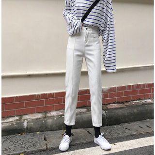 🚚 白色顯九分褲(S)