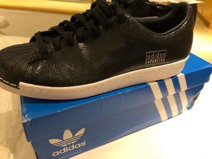 🚚 BNIB Authentic Adidas Superstar Shoe