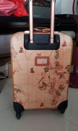 🚚 World Map Luggage