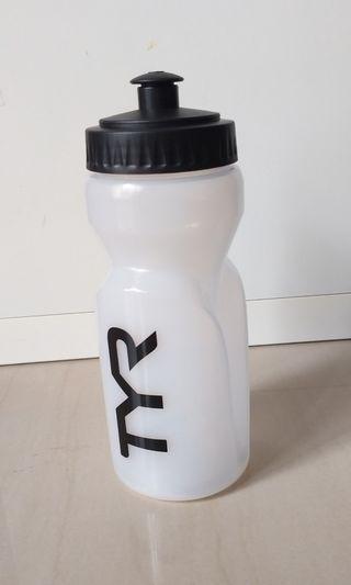 🚚 TYR water bottle