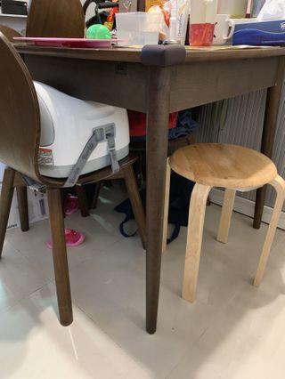 實木餐枱連4⃣️椅