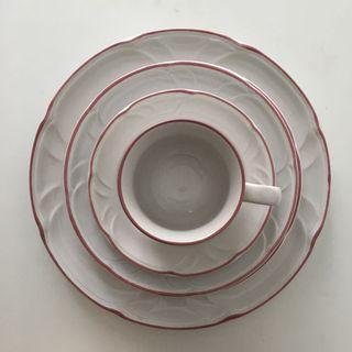 Ceramic dish ware