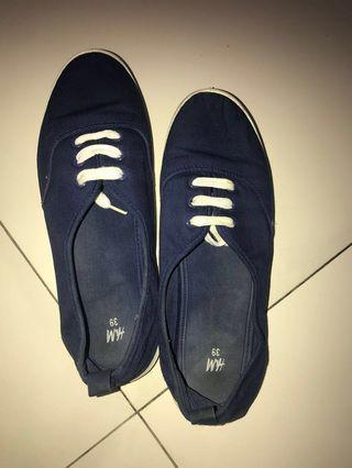 Sepatu hnm navy blue