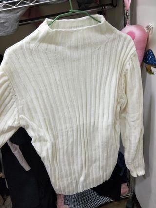 純色坑條小高領毛衣