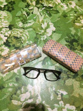 Kacamata minus 0.25