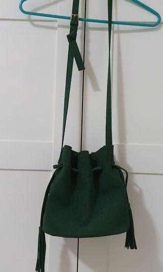 Green suede drawstring bucket bag tassel