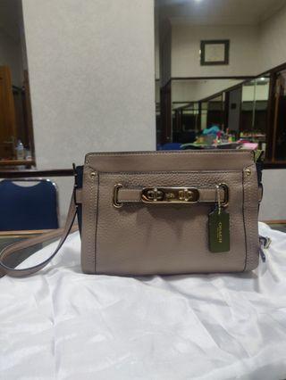 🚚 Coach Mini Sling Bag
