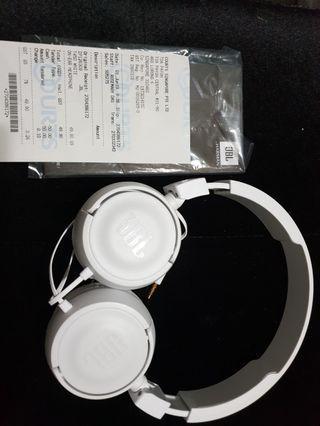 Jbl headphones T450 with normal white headphones packaged