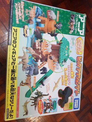 Takara Tomy dinosour building blocks