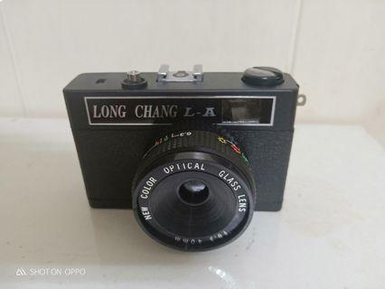 古董相機三台與單眼長鏡頭配件
