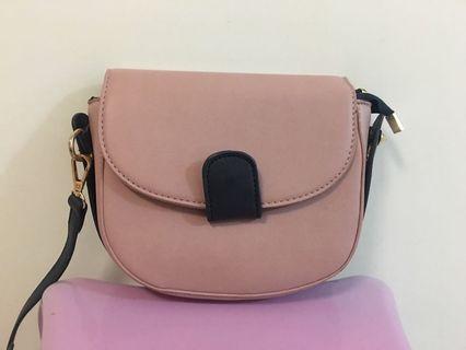 粉紅色斜咩袋
