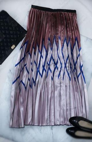 *Instock* Brand New Chevron printed pleated skirt