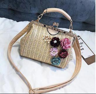 🚚 Vintage Straw Sling Bag