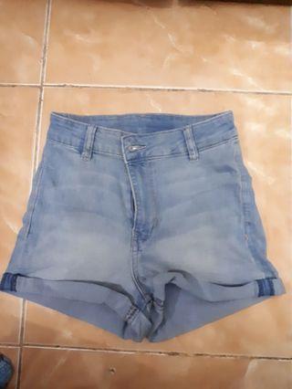 Celana pendek H&M