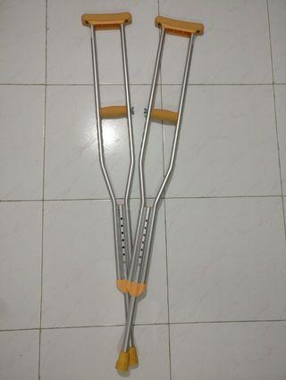 Crutches adjustable