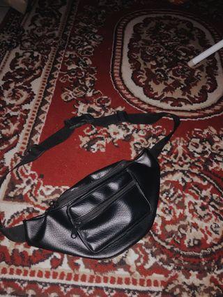 Waist bag (Full black kulit)