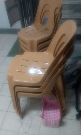 Chair $10 buy 1 free 5  n free 4 more foldable alittle dusty