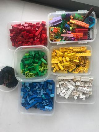 Hundreds of LEGO pieces
