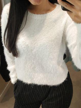 Atasan Bulu warna putih H&M