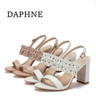 Daphne/達芙妮女鞋子女涼鞋圓頭一字粗跟涼鞋優雅花朵淑女高跟鞋全新清倉 挑戰最低價任選3件免運費