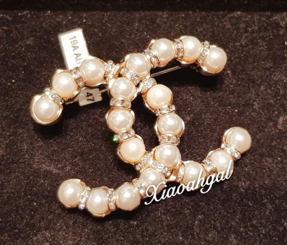 ✔Reserved in Installments✔ ⚪Boutique price!! Never Earn⚪❤19A❤ RARE Chanel crystals and pearls brooch