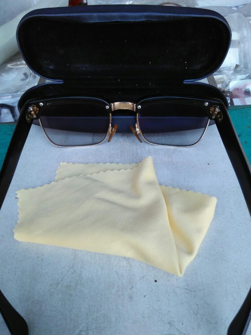 Clubmaster Vintage Sunglassess 1950s Brand: RODENSTOCK TOLEDO Rare/Limited Edition Vintage authentic Tag logo brand full ukiran Full tag logo brand Pad nose empuk Kondisi 90% mulus,pemakaian wajar Include hardcase
