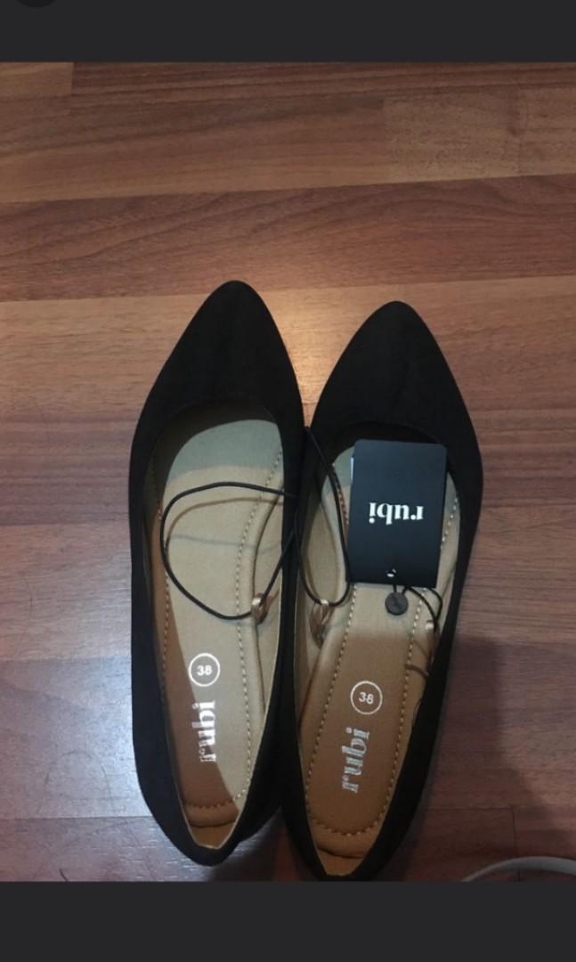 SALE! Rubi Flat Shoes. MASIH BARU