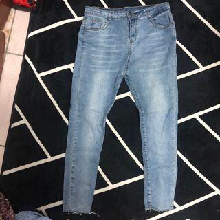 中藍色牛仔褲