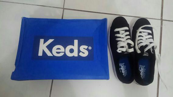 Sepatu keds black