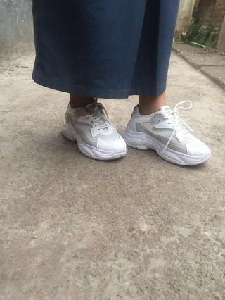 #prelovedwithlove Sepatu sport