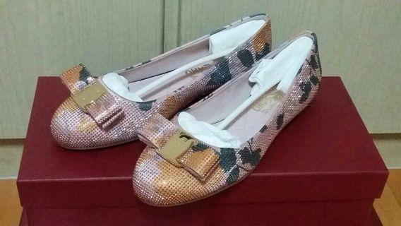 【Salvatore Ferragamo】Varinaflow 玫瑰金 5 1/2 D 平底鞋 義大利製正品真品 (全新)