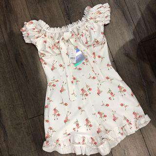 BNWT MISSGUIDED FLORAL ROMPER