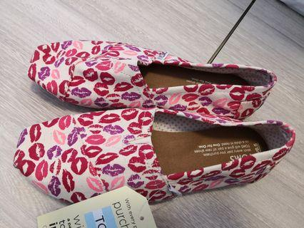 Toms authentic brand new