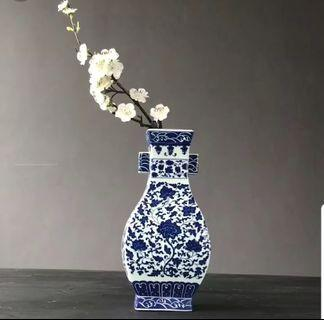 Blue & white porcelain decor vase