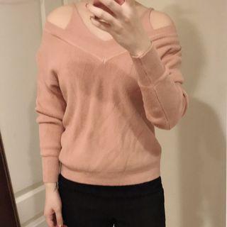 🚚 粉色露肩針織上衣