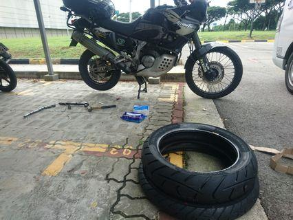 Africa Twin onsite tyre change / onsite tyre rescue / tourance tyre / onsite mechanic