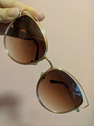 🚚 RTP$48 BN C&K Gold Rimmed Cat Eye Sunglasses