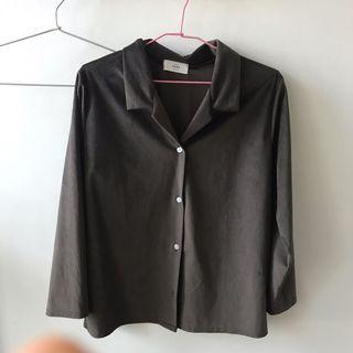 🚚 Dark Brown Collared Button-Up Shirt