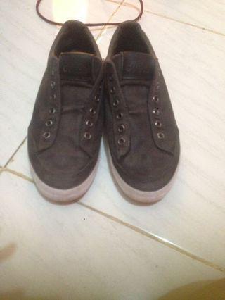 Sepatu Cowok Guess Original