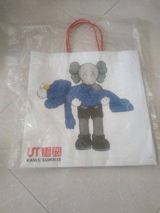 🚚 Kaws paper bag