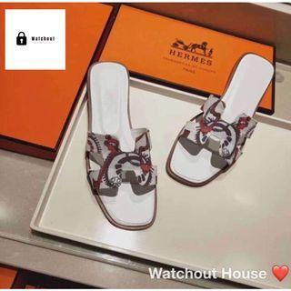 🚚 Flat Sandals
