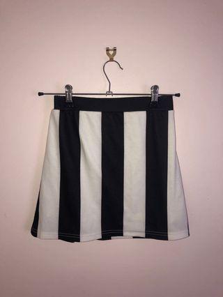Sz 6-8 mini skirt